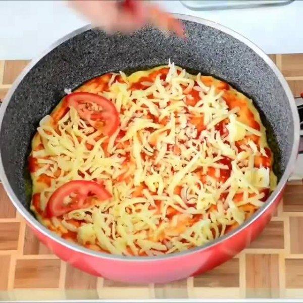 Inspiração de pizza na frigideira, olha só que perfeita que fica!!!
