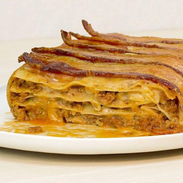Lasanha à Bolonhesa coberta com Bacon, uma receita divina!