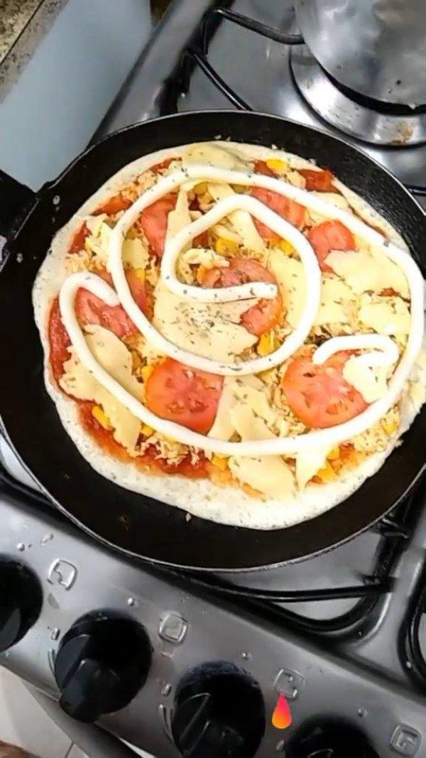 Pizza de Frigideira feita com tapioca, você vai amar o resultado!