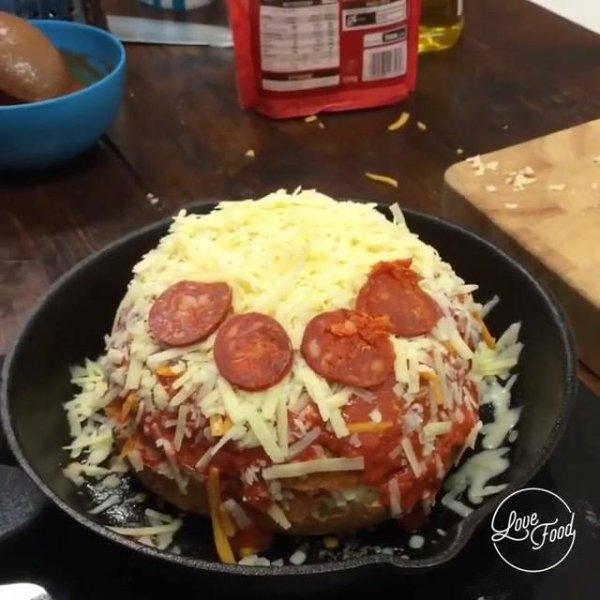 Pizza super ultra mega recheada - Qual dos seus amigos comeriam?