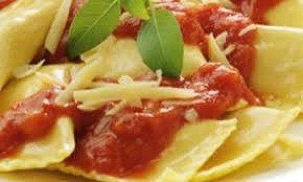 Ravióli Recheado com Mussarela de Búfala ao molho de tomate!