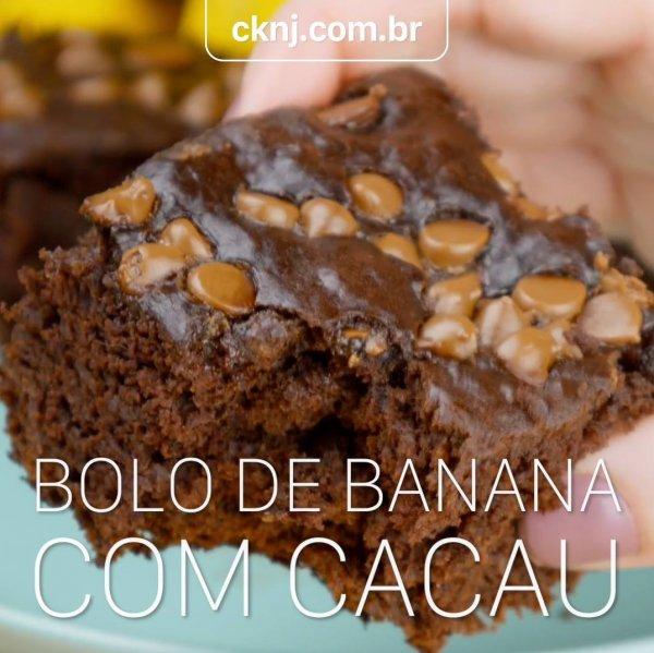 Receita de Bolo de Banana com Cacau - Fica super molhadinho!