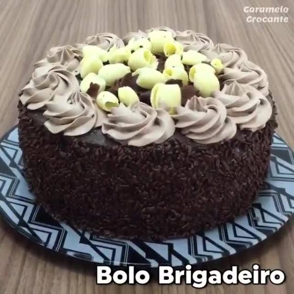 Receita de Bolo de Brigadeiro, molhadinho e com sabor maravilhoso!