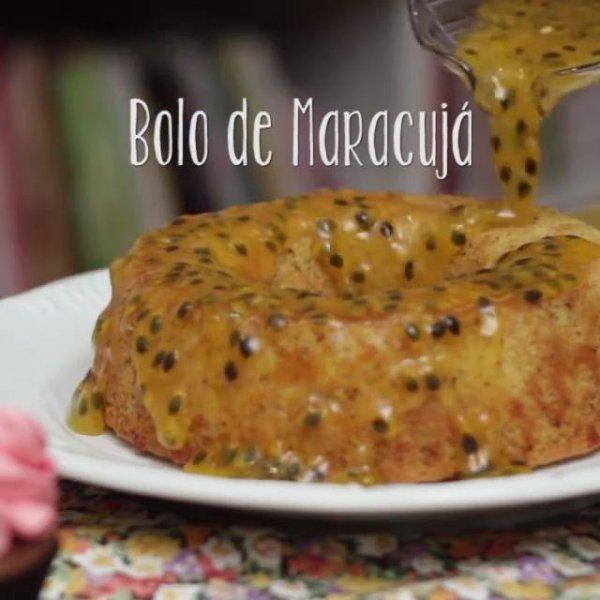 Receita de Bolo de Maracujá Vegano, super fofinho e gostoso!