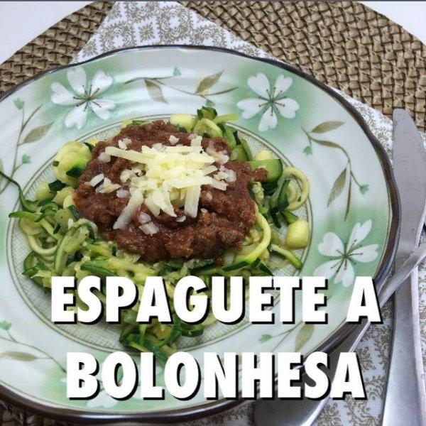 Receita de Espaguete de Abobrinha a Bolonhesa, fica uma delicia!