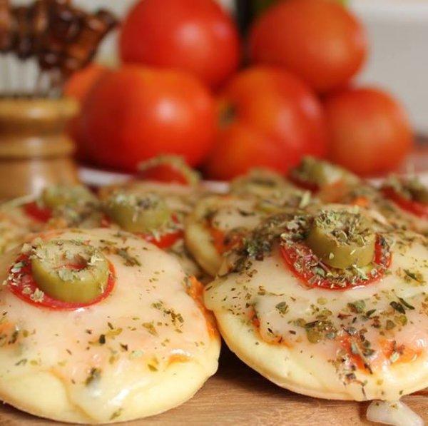 Receita de Mini Pizza, um salgadinho muito fácil para fazer!
