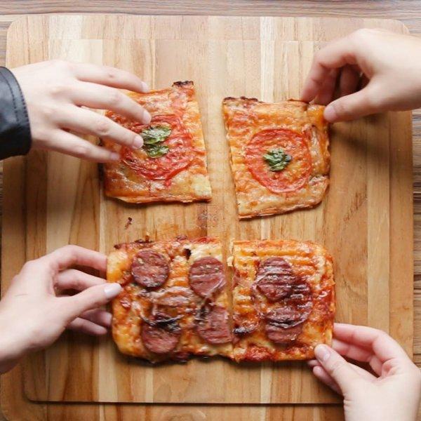 Receita de pizza super fácil pra fazer na sanduicheira, vale a pena conferir!!!!