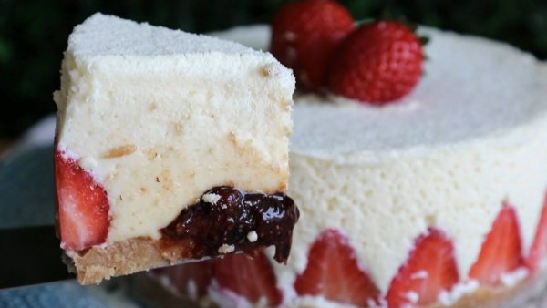 Receita de torta de leite em pó com morangos, olha só que sobremesa maravilhosa!