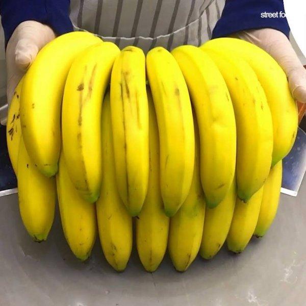 Sorvete de chapa no sabor de banana, que rolinhos incríveis!