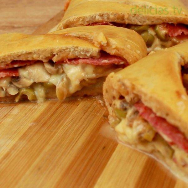 Stromboli de Pizza, perfeito para dividir com os melhores amigos!